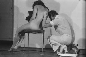 Gina Pane, Action mélancolique, Studio Morra Napoli, 1974, ph. Fabio Donato © Fondazione Morra