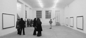 Mostra di Jo Baer nello spazio di via Melzo, Milano 1974. Foto Giorgio Colombo, courtesy Franco Toselli
