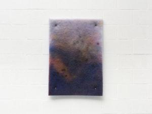 Corinna Gosmaro, Piccolo paesaggio, 2019, pittura spray su filtro di poliestere, cm 100x70. Foto Cosimo Filippini. Courtesy The Gallery Apart, Roma