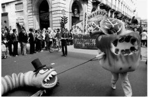 Piero Gilardi, azione di strada, durante una dimostrazione contro l'impiego dell'energia nucleare, Caorso, Iatly, 1987
