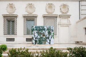 """Zhang Enli, Temporary shelter, 2018-2019, 162 scatole in polipropilene dipinte con acrilici, 213,5 x 249 cm h 214cm, per la mostra """"Bird Cage"""" alla Galleria Borghese di Roma, ph t-space studio, courtesy the artist e MiBACT"""