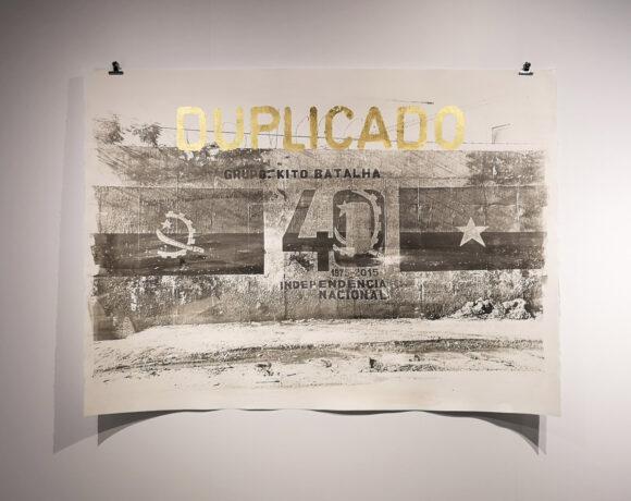 Delio Jasse, Arquivo Urbano, 2019, opera realizzata con tecnica Van Dyke Brown su cartoncino e timbro in foglia d'oro, ph Lucrezia Costa