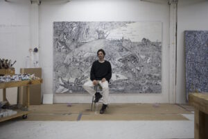 Faurschou Foundation: Zachary Armstrong nel suo studio, davanti all'opera del 2019 Big Fish after Bruegel, ph courtesy the Artist