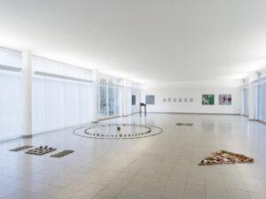 Vista parziale della mostra Kunstschaffen Glarus 2020, Kunsthaus Glarus, 2020–2021, ph CE, courtesy Kunsthaus Glarus