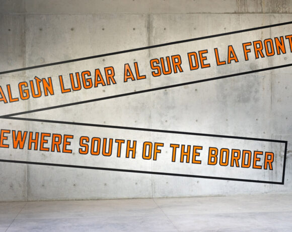 Lawrence Weiner, Somewhere South of the Border, 2020, intervento site specific realizzato per Casa Wabi