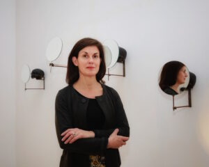 Kathryn Weir in una foto di Amedeo Benestante, courtesy Museo Madre