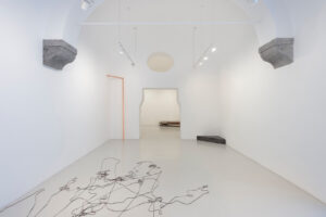 Francesco Arena, otto angoli, 2021, installation view, courtesy Studio Trisorio, ph Francesco Squeglia