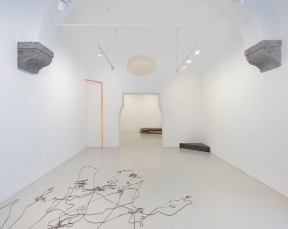 Francesco Arena, otto angoli, 2021, installation view, courtesy Studio Trisorio, ph Francesco Squeglia