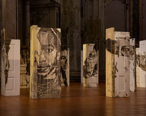 Alexandre Farto aka Vhils, Portal, exhibition view. Ph credits by Elena Andreato