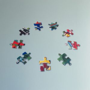Cristina Mangini_Puzzle_ 2021_ serie Around_ smalto su tela_60x60